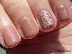 neutral - with one neutral glitter finger. Of course I love glitter in any form Bridal Manicure, Manicure And Pedicure, Nail Art Diy, Diy Nails, Nail Nail, Shellac Nails, Nail Polish Designs, Nail Designs, Garra