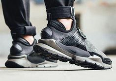 6ed501fabef96 Stone Island x Nike Sock Dart Mid  Sneakers