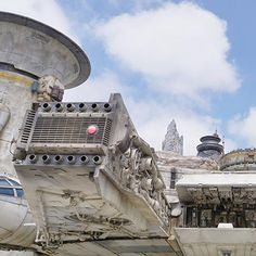 Our Best Tips for Experiencing Star Wars: Galaxy's Edge Disney Tips, Disney Parks, Disneyland Vacation Packages, Disney World Planning, Dream Vacations, Us Travel, Star Wars, Explore, Stars