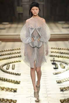 Iris van Herpen Fall 2016 Couture Fashion Show