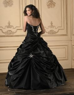OMG!!! Beautiful Black Wedding Dress