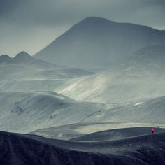 Andreas Levers has captured stunning views of mountains and cloudy skies of Iceland.