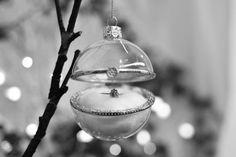 adorno-xmas-bola-camafeo-maow-design-shop-4 Christmas Bulbs, Weddings, Holiday Decor, Balls, Ornaments, Xmas, Christmas Light Bulbs, Wedding, Marriage
