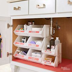 Tun Sie dies nicht, dass Vanity Storage Declutter your bathroom vanity so you have clean countertops and can easily find everything you need! See how to fold and store towels, declutter your makeup drawer, store your bathroom cleaning supplies and clean u Organisation Hacks, Medicine Organization, Kitchen Organization, Makeup Organization, Organize Medicine, Storage Organization, Under Sink Organization Bathroom, Storage Design, Cleaning Supply Storage