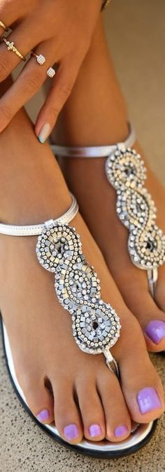 Gorgeous leather silver embellished sandal fashion + the nail polish color Zapatos Shoes, Shoes Sandals, Flat Sandals, Sandals 2014, Stylish Sandals, Flat Shoes, Cute Shoes, Me Too Shoes, Awesome Shoes