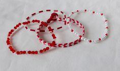 Bracelet rouge et blanc, perles de rocaille, bracelet cœur : Bracelet par kiline