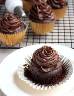 flourless chocolate cupcakes with cream cheese frosting