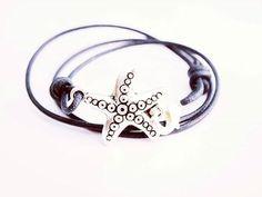 """WEBSTA @ fillosdomar - NUEVO PRODUCTO! """"ESTRELIÑA""""Pulsera hecha con una estrella de mar de acero y cuero.Resistente al paso del tiempo y perfectamente adaptable a la muñeca, con un mosquetón como cierre.Ya disponible en FILLOSDOMAR.COM #fillosdomar #galicia #riasbaixas #riasaltas #vigo #acoruña #pontevedra #lugo #ourense #naron #ferrol #nigran #sanxenxo #monteferro #santiagodecompostela #moda #mar #playa #verano"""