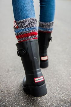 Hunter Rain Boots, Stripe Boot Socks P. Don't have to be Hunter rain boots but the height of this boot is what I want! Estilo Fashion, Fashion Moda, Emo Fashion, Cute Shoes, Me Too Shoes, Trendy Shoes, Shoes Adidas, Original Ugg Boots, Uggs