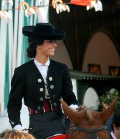 this jacket! Spanish Hat, Spanish Dress, Equestrian Outfits, Equestrian Style, Winter Outfits, Cool Outfits, Riding Habit, Gypsy Women, Horse Fashion