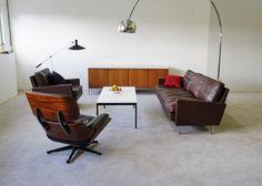 AuBergewohnlich Eames Lounge Chair Und Bogenleuchte   Klassisches Wohnzimmer