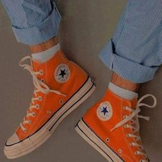 Look 80s, Look Retro, Converse All Star, Converse Shoes, Converse Chuck Taylor, Orange Converse, Orange Sneakers, All Star Shoes, Sock Shoes