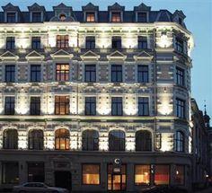 Hotel Centra - atrodas Audēju ielā 1, pašā Vecrīgas sākumā, pretī Nacionālajai operai.