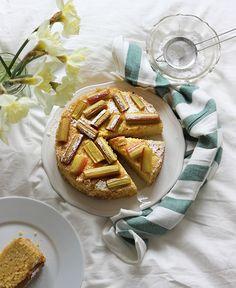 burczymiwbrzuchu: Wtorek z kaszą #48: Ciasto jaglane z białą czekoladą i rabarbarem