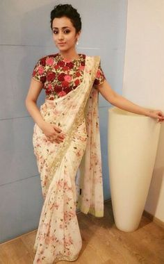 36 Printed Blouse Designs for sarees with trendy neck patterns Bling Sparkle Floral Print Sarees, Printed Sarees, Floral Blouse, Printed Blouse, Embroidered Blouse, Trendy Sarees, Stylish Sarees, Fancy Sarees, Saree Blouse Patterns