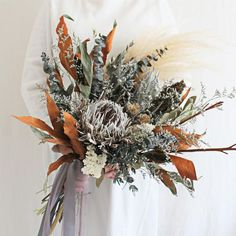 Are you wondering the best beach wedding flowers to celebrate your union? Here are some of the best ideas for beach wedding flowers you should consider. Dried Flower Bouquet, Hand Bouquet, Small Bouquet, Dried Flowers, Boho Wedding Bouquet, Beach Wedding Flowers, Beach Wedding Centerpieces, Flower Centerpieces, Flowers Decoration