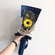 flowers bucket Flowers Bucket Ulzzang With 56 Ideas Single Flower Bouquet, Flower Bouquet Diy, Bouquet Wrap, Hand Bouquet, Small Bouquet, Floral Bouquets, Tulip Bouquet, Boquette Flowers, How To Wrap Flowers