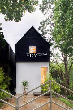 Id profil: dendy darman- gerak cepat desainer bandun Minimalist House Design, Small House Design, Modern House Design, Facade Design, Exterior Design, Casa Loft, Compact House, Narrow House, A Frame House