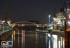 Hafenbecken in Neuss bei Nacht http://www.giovanni-malfitano.de/2015/10/07/nachtaufnahmen-vom-hafen-und-quirinus-m%C3%BCnster-in-neuss/