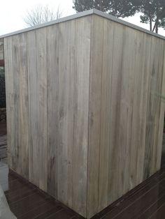 PIOPPO OSSIDATO con doghe di diversa larghezza. Rivestimento in legno per pareti esterne su una casa prefabbricata in legno Jove.