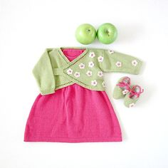 Knitted baby dress and cache-coeur with little flowers. 100% cotton. READY TO SHIP in size Newborn.