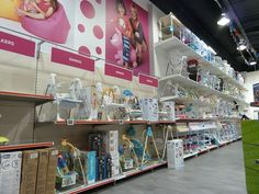 Store of the Week- Kiddicare Kids Gadgets, Supermarket Shelves, Retail Store Design, Shop Interiors, Mother And Baby, Baby Store, Cool Baby Stuff, Best Interior, Visual Merchandising