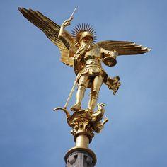 Saint Esprit, Mont Saint Michel, Cool Photos, Images Photos, Saints, Statue Of Liberty, Castle, Toussaint, East Side