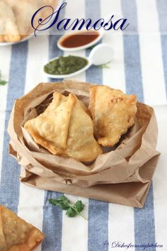 SAMOSA - AN INDIAN PUFF PASTRY AND POPULAR SNACK ! - superbowl: make w pie crust??