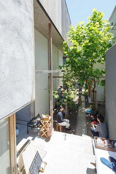 中庭_ Dragon Court Village ドラゴンコートビレジ | Eureka Barbershop Design, Pocket Park, Architecture Life, Social Housing, Japanese House, Outdoor Landscaping, Outdoor Areas, Urban Design, Home Interior Design