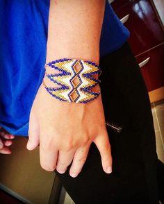 manchette CLEO! #artisticbracelet #bijoux #madeinfrance » Seed Bead Patterns, Jewelry Patterns, Beading Patterns, Handmade Beaded Jewelry, Handmade Bracelets, Beadwork Designs, Bead Loom Bracelets, Native Beadwork, Peyote Beading