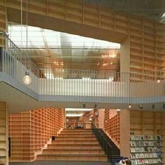 Museu e Biblioteca da Universidade De Artes de Musashino, em Tóquio, Japão. Projeto do arquiteto Sou Fujimoto. #architecture #arts #arquitetura #arte #decor #design #decoração #interiores #interior #projetocompartilhar #shareproject #madeiraeconforto #madeira #wood