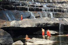 Cascata con monaci