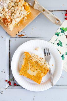 Kürbiskuchen Rezept // Kürbiskuchen mit Cheesecake Füllung und Zimtstreuseln pumpkin loaf cake with cheesecake filling and cinnamon streusel recipe