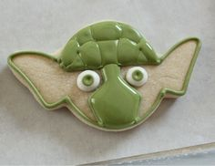 Sugarbelle -Making Yoda Cookies 5 Star Wars Cookies, Star Wars Cake, Royal Icing Cookies, Cupcake Cookies, Sugar Cookies, Baking Games, Flood Icing, Egg Yellow, Brush Embroidery
