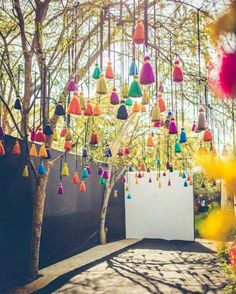 Bunte Hochzeitsdekoration decoration ideas for festivals Wedding Decor Photo tassel decor Summer Party Decorations, Indian Wedding Decorations, Wedding Theme Decoration Ideas, Garden Decoration Party, Diy Event Decorations, Punjabi Wedding Decor, Birthday Decorations, Tree Decorations Wedding, Night Wedding Decor