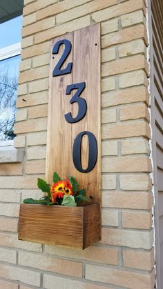 House Number Cedar Planter - This DIY Home - www.this-diy-home.com