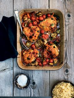 chicken thighs w/ cherry tomatoes, carrots + artichokes | BoligLiv