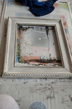 Little Birdie Secrets: how to distress a picture frame {birthday bash guest tutorial} Distressed Picture Frames, Painted Picture Frames, Black Picture Frames, Frame Crafts, Diy Frame, Diy Crafts, Old Frames, Dollar Store Crafts, Crafty Craft