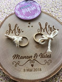 Mr Mrs ring holder – Country Theme – engraved wood log – personalized with your names and date Herr Frau Ehering – Land Thema – Gravur Log – personalisiert mit Ihrem Namen und Datum Mrs Ring, Ring Verlobung, Wedding Guest Book, Diy Wedding, Rustic Wedding, Wedding Ideas, Engagement Decorations, Wedding Decorations, Mr Mrs