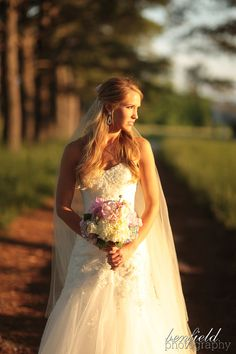 Super fabulous outdoor Southern bride bridal images from fun Arkansas photographer, Benfield Photography