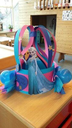 Hero Crafts, Kids Playing, Frozen, Barn, Diy, Craft Sticks, Birthday Wreaths, Card Stock, Parties Kids
