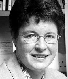 SUSAN JOCELYN BELL BURNELL (15 de Julio de 1943 Belfast, Irlanda del Norte). Es una astrofísica norirlandesa que descubrió la primera radioseñal de un púlsar junto a su tutor de tesis, Antony Hewish. A pesar de que, no obtuvo el Premio Nobel junto a Hewish por su descubrimiento, sí ha sido galardonada por muchas otras organizaciones.