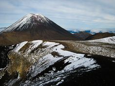 Everyone I had met in New Zealand, who had tried to do the Tongariro Alpine Crossing in the last thirty days, either had to cancel because of bad weather or had Mount Rainier, New Zealand, Scenery, Tours, Mountains, Amazing, Landscapes, Travel, Memories