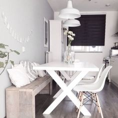 DIY Wood pallet bench kitchen nordic dining white Eames chair DSW DIY wooden pallet bench kitchen No Diy Wood Pallet, Pallet Benches, White Eames Chair, White Chairs, Sweet Home, Studio Apartment Decorating, Apartment Interior, Small Condo Decorating, Dining Room Design