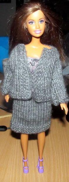 Ja, det kommer jo nu an på hvad barbie arbejder med ;) Nederdel : (strikket af acryl garn) Slå 40 cm op på p.3. strik 5 p. ret strik ... Barbie And Ken, Barbie Clothes, Fur Coat, Dolls, Knitting, Crochet, Inspiration, Fashion, Knits