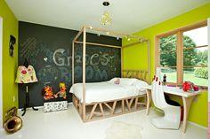 White oak bed and desk. Photo: Tony Cenicola/The New York Times