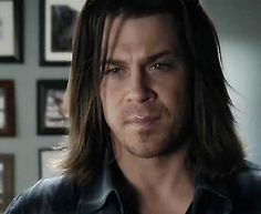 Christian Kane <3.hes looks just turns me on