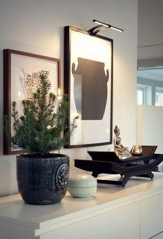 Malm kommode, buddha statue og smukke billeder med lys - what's not to like
