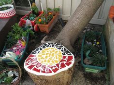 Mosaic tree stump seat. Great idea for a group project/sculpture.