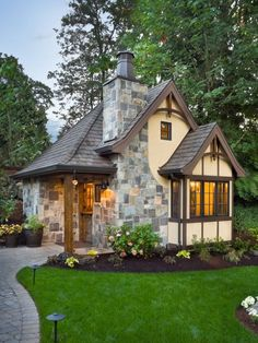 Adorable charming Tiny house home cabin cottage, I want something like this by a lake in the woods.  Perfect downsize for retirement.